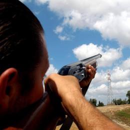 Vandali contro i capanni dei cacciatori  Insulti a colpi di bomboletta: «Assassini»