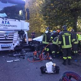Erba, scontro all'incrocio di Casiglio  Automobilista ferito, traffico in tilt