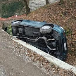 Auto contro il muro  Grave un uomo di 59 anni