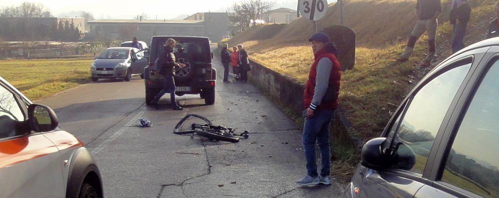 Scontro contro jeep  Paura per un ciclista