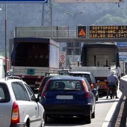 Camion urta moto  in Super  Incidente tra Suello e Civate