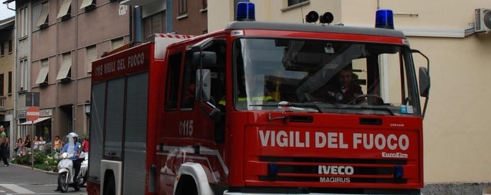 Santa Maria Hoè, incendio in una villetta  Un'anziana trasportata in ospedale