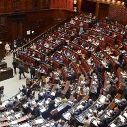 Aumentano gli stipendi  Ma solo in Parlamento