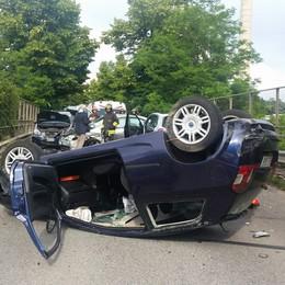 Auto ribaltata a Nibionno  Tanta paura e sette feriti