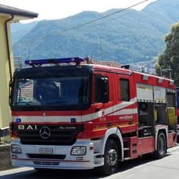 Vercurago, il tetto va a fuoco  Migranti trasferiti a Colico