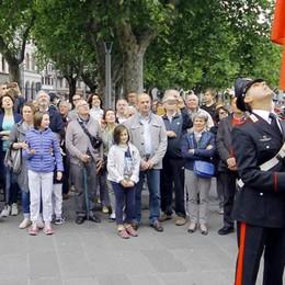 Lecco, la festa del 2 giugno  Medaglia d'onore a un sopravvissuto