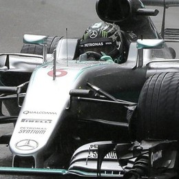 Lewis Hamilton atterra a Villa Erba  Elicottero, poi lo spot (segretissimo)