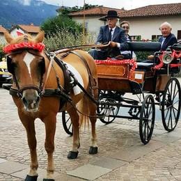 Don Eugenio e padre Pierfrancesco  Il doppio abbraccio di tutta Olginate