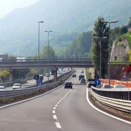 La fermata del bus Como-Lecco  finisce sotto il ponte di Isella