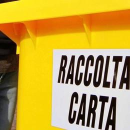 Abbadia, la differenziata sale di un gradino  In arrivo il bidone giallo per la carta