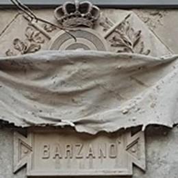Lapide oltraggiata a Barzanò  Scritta nera sui nomi dei Caduti
