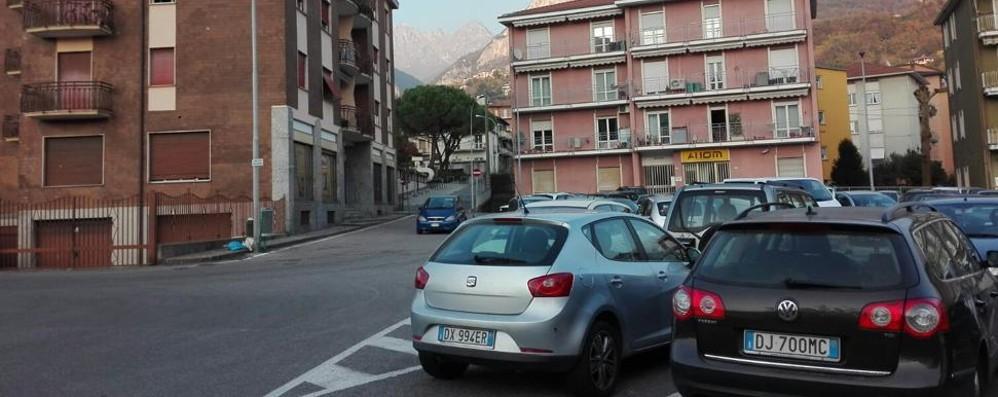 I torrenti sono fogne a cielo aperto  Rivolta dei cittadini in piazza Mercato