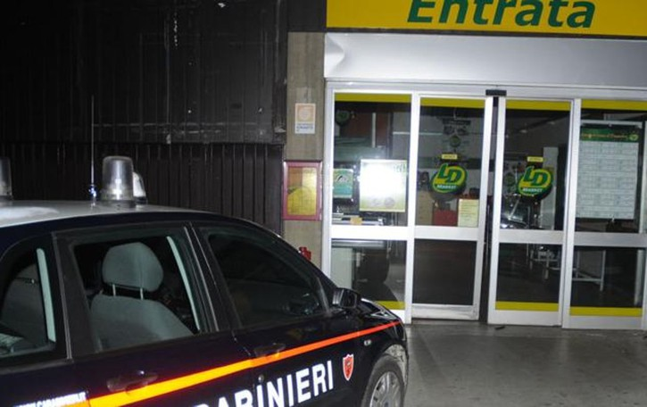 La Valletta, bandito armato di coltello  Altra rapina al supermercato