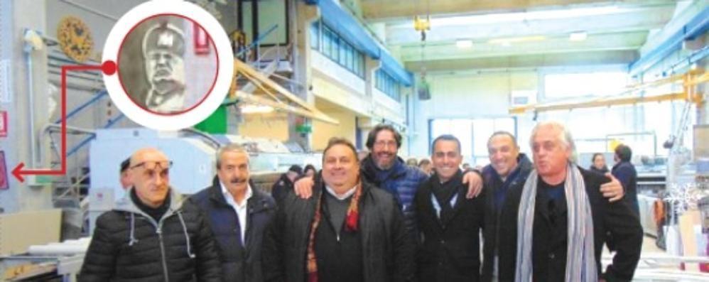 Foto del duce dietro Di Maio  Caggiano: «Era lì da tre anni»