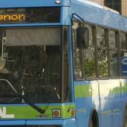 «Mio figlio picchiato sul bus  perché si lamentava del chiasso»