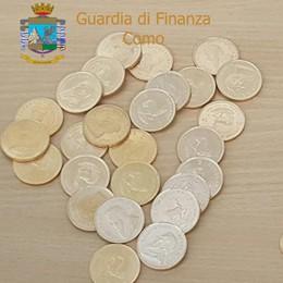 Monete d'oro in valigia  Denunciato ricercatore