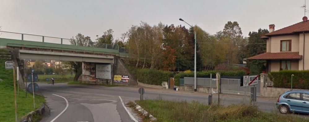Ponte danneggiato sulla  Como-Bergamo Divieto di transito ai tir, colpa di un pirata