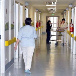 Vomito e febbre: «È meningite»  Bimba di sei mesi in ospedale