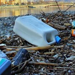 «Paghiamo fior di tasse sui rifiuti   Le pulizie le dobbiamo fare noi?»