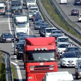 Traffico sulla Super  Incontro in Regione  degli autotrasportatori