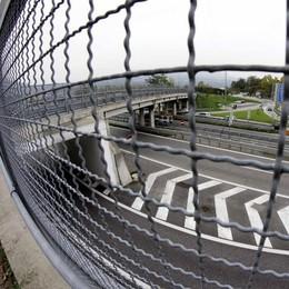 «Il ponte di Isella?  È da abbattere»