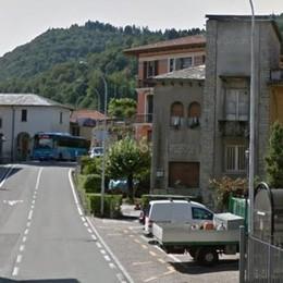 Bellagio, il bandito in bici rapina la banca  Punta la pistola e fugge con 5 mila euro