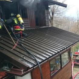 Incendio ad Annone  Prende fuoco tetto in amianto