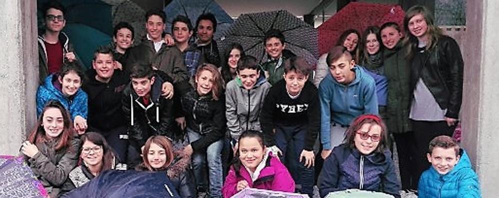 Museo dell'Ape Car a Morbegno, studenti in visita al loro compagno