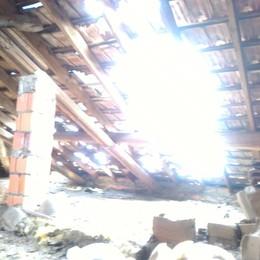 «La nostra abitazione  devastata da un fulmine»