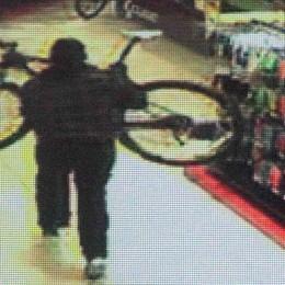 «Era il ricettatore della banda dei furti»  Finisce in manette