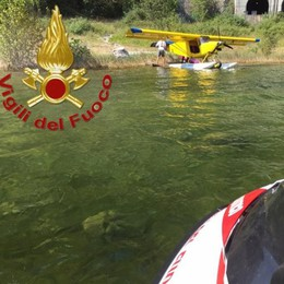 "Aereo in avaria sul lago  ""Salvato"" dai pompieri"