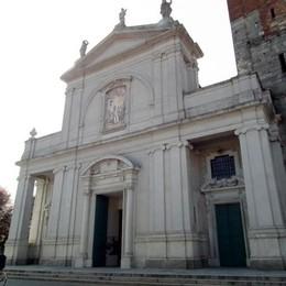 Mariano, muore bimba di dieci giorni  Il parroco: «Triplice sofferenza»