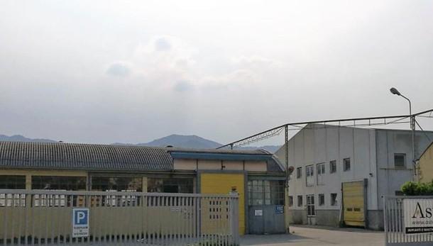Amianto a due passi dalla scuola  Calolzio, l'ex trafileria fa paura