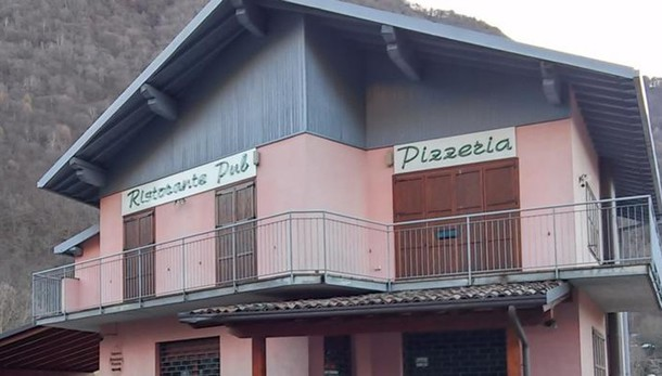 Casargo, l'ex farmacia chiusa da anni  è stata venduta , riapre il pub