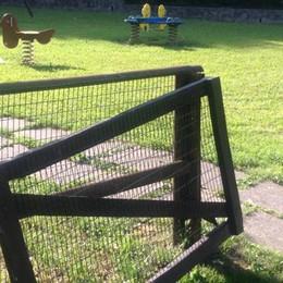 Garlate, parco giochi e cimitero   i vandali si scatenano