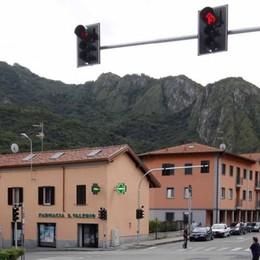 Valmadrera , semafori impazziti  Il radar fa le bizze e il verde non esce