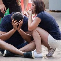 Barcellona, una terza vittima italiana?  Il sacrificio dell'uomo di Legnano:   «Travolto per salvare i due figli»  Di Bassano il secondo morto   Video