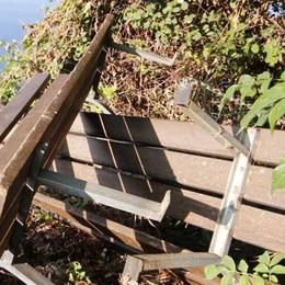 Raid di vandali a Rivabella  Divelte panchine e cestini