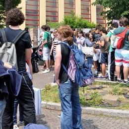 Controsoffitti pericolosi    Studenti del Grassi   verso altri istituti