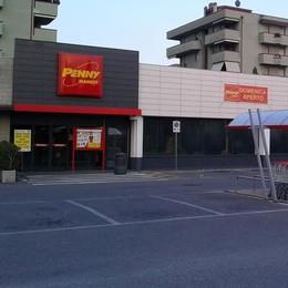 Rapinatore armato a Mariano  Via con 900 euro dal Penny Market