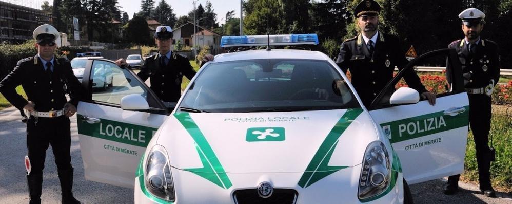 Telefonava e guidava ubriaco  Era in auto con i nipoti: multato