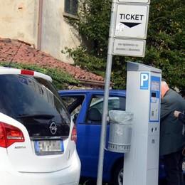 Oggiono, «Diteci dove sono finiti  centomila euro dei parcometri»