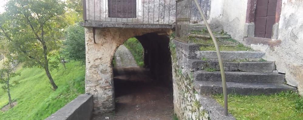 Perledo e Bellano, patto da 20mila euro  «Così salveremo la chiesa e il tunnel»