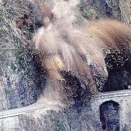 Tre fiammate   e la montagna esplode