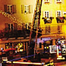 Incendio su un tetto, piazza Pestalozzi transennata per ore