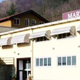 Colpo grosso all'outlet Martingala  Razziati vestiti per migliaia di euro