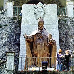 Lecco, omaggio ai due Papi  In centinaia vanno a Roma