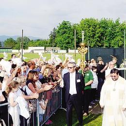 Madonna pellegrina di Fatima  In mille a Casatenovo