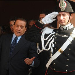 Polizia a casa Berlusconi  Controllo notturno per l'ex premier