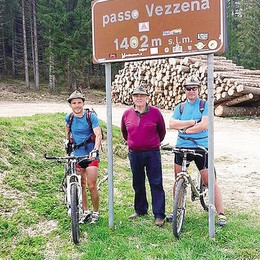 Alpini in bicicletta  al raduno nazionale  di domenica in Friuli